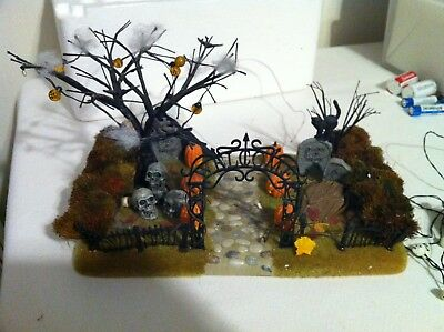 Dept 56 Halloween Haunted Front Yard in Box from 2001