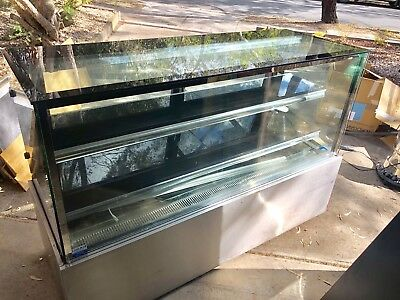 Refrigerated Display / Cake Cabinet
