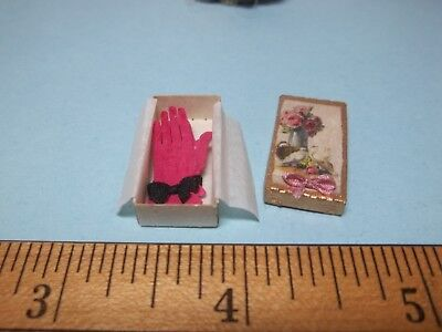 Pink  Gloves In A Fancy Box Cinderella - Uk - Doll House Mini