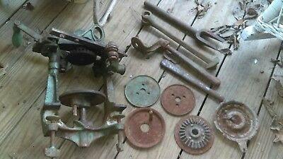 VINTAGE Heavy Duty Cast Iron Hand Crank Home Canning Seamer Sealer