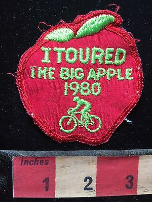 1980 New York City Bicycle I TOURED THE BIG APPLE Patch Manhattan Bicyclist S74R
