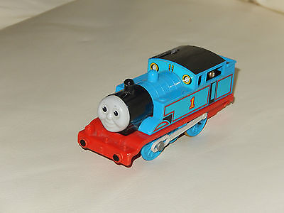 tomy trackmaster thomas the tank engine battery train thomas