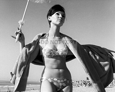 Actress Yvonne Craig Pin Up - 8X10 Publicity Photo (Ep-626)