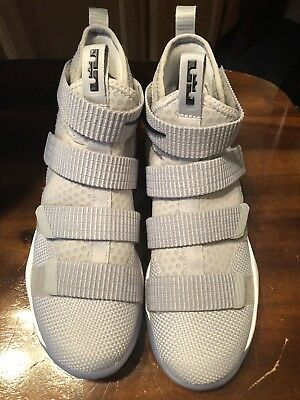 8389d12945d53 NEW Nike Lebron James Soldier XI Gray Basketball Shoes Boys Sz 4.5 Eleven  Zoom