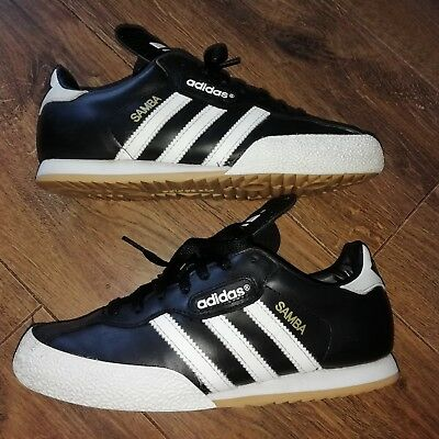 Mens / Boys Adidas Samba Trainers in Size 5.5 UK in Black with White Trim.
