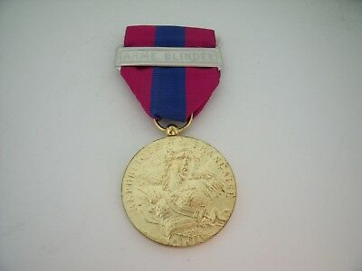 "MEDAILLE DEFENSE NATIONALE ""OR"" AGRAFE ARME BLINDEE ARMEE NATION French Medal"