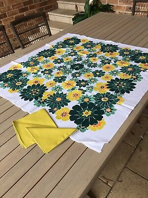 Unused Vintage Table Supper Cloth With Napkins