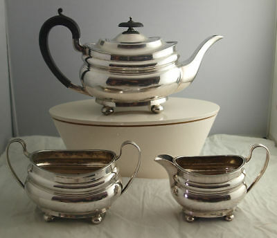 Fine Georgian Style Solid Silver Tea Set - 946g - Sheff. 1927.