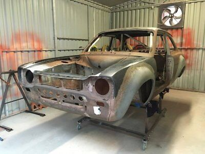 Classic car bodyshell & parts blasting using crushed glass, Donegal