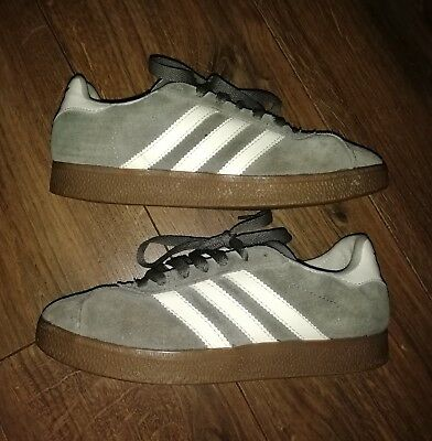 Mens Adidas Gazelle Trainers UK Size 7 UK in Grey with White Trim.