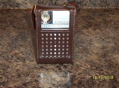 VINTAGE CHANNEL MASTER MODEL 6508 - 8 TRANSISTOR RADIO w/CASE