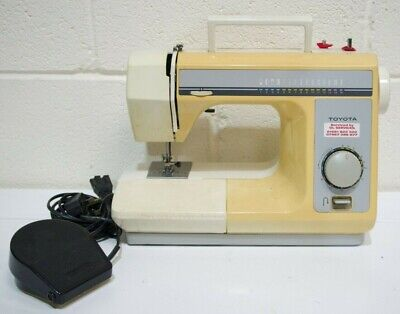 TOYOTA RS140  Model 4077 Electric Sewing Machine with Pedal and Soft Cover - 226
