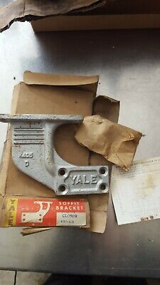 Vintage Heavy Cast Iron Yale 405-SB Mounting Bracket For 95 Door Closer