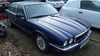 Jaguar xj8 spares or repair, please read description before bidding.