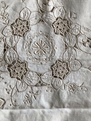 Vintage *orem* Tablecloth. Ecru.