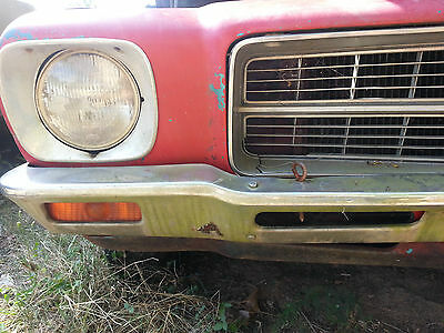 HQ 1 Tonner ute 1973 Holden  staying complete, lot of parts,  cab rusted out