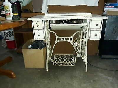 Vtg Antique Singer Treadle Sewing Machine Table Cabinet Cast Iron Wood Knobs Oak