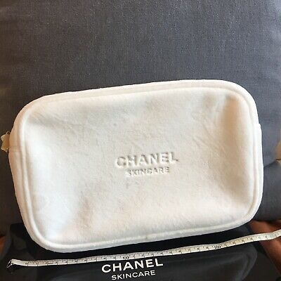 b839700e9f42 Chanel Beauty White Cosmetic Makeup Pouch Bag NEW in BOX 24x16cm Very  Beautiful