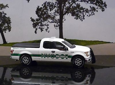 GREENLIGHT 2015 FORD F-150 LARIAT FROM New York City DOT 1/64 SCALE
