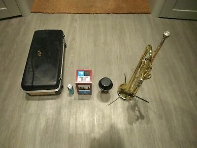 Prelude by Bach TR700 Trumpet + Hardcase + Denis Wick Mute + Stand + Blue Juice