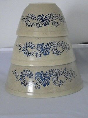 Vintage Pyrex HOMESTEAD Tan/Blue Mixing Nesting Bowl 3pc Set 401, 402, 403