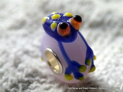 1 blue glass frog European charm bead - lampwork animal toad newt bracelet pond