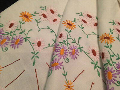 Vintage Hand Embroidered White Linen Tablecloth ~ Pretty Daisy Garlands