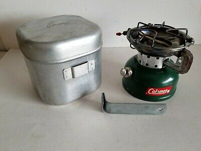 COLEMAN 502 SPORTSTER Pack Stove w Coleman Aluminum Case / Cook Pot With  Handle