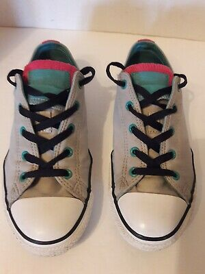Girls Converse All Star Juniors Size 4 - Nice Condition