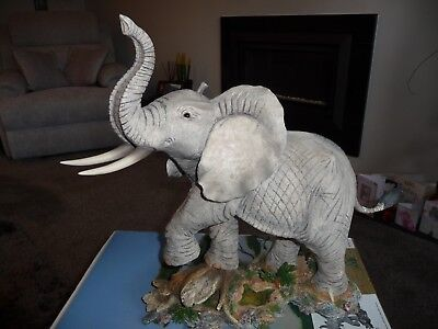Tuskers Gentle Giant 91080 Country Artists Elephant Signed Barry Price Boxed