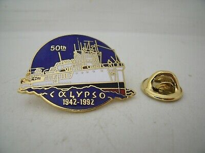 Pin's Pins Pin Badge 50 eme th Anniversaire CALYPSO 1942 - 1992 COUSTEAU TOP