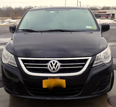 2010 Volkswagen Routan SE with RSE 2010 Volkswagon Routan SE w/RSE 7 pass FWD Navigation, Dual DVD, Heated Seats