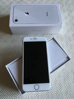 Apple iPhone 8 64GB Silver + EarPods + Caricabatterie + Cover Nera