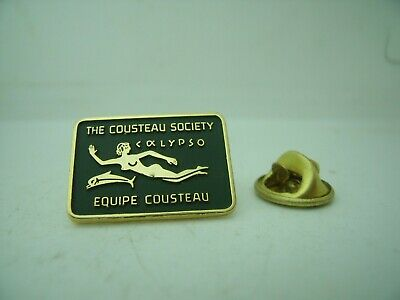 RARE Pin's Pins Pin Badge THE COUSTEAU SOCIETY / CALYPSO / EQUIPE COUSTEAU TOP