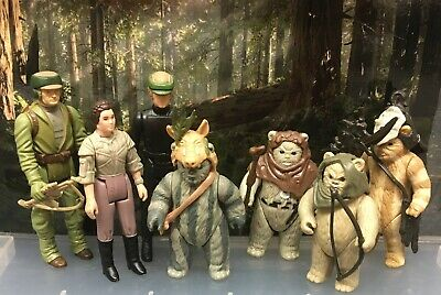 Vintage Star Wars Figures - 7 Endor Rebels (2 Last 17) With Weapons/Accessories