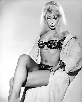 Actress Elke Sommer Pin Up - 8X10 Publicity Photo (Fb-542)