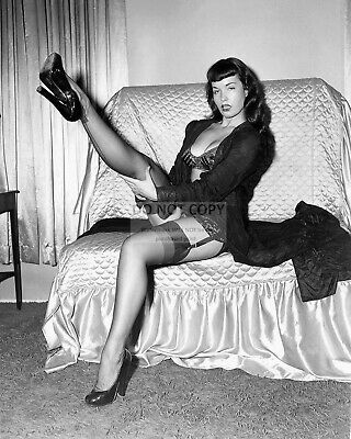 Bettie Page Model And Actress Pin Up - 8X10 Publicity Photo (Fb-547)