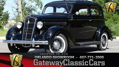 1935 Sedan -- Inline-6 1935 Plymouth Sedan  Sedan Inline-6 3-Speed Manual