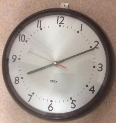 VINTAGE INDUSTRIAL BAKELITE WALL CLOCK made by GENT.