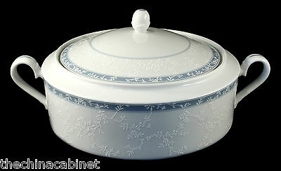 NORITAKE CHINA LACE SHADOW -- COVERED CASSEROLE VEGETABLE DISH w/LID
