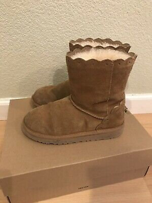 e4262fdae0a Ugg Australia Kids Girls Classic Short Fame ChestNut Scalloped Boot Sz 2