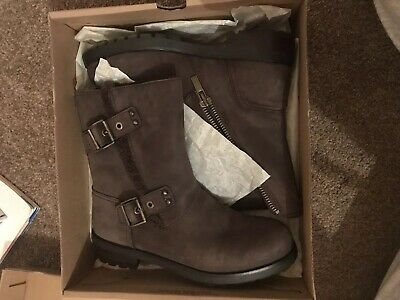 b6ff43625bc UGG NIELS WOMENS Brown Suede Biker Boot Size UK 6.5 Barely Worn Shearling  Lining