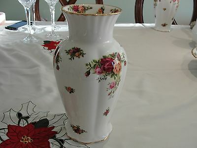 """Royal Doulton Old Country Rose 9"""" Vase"""