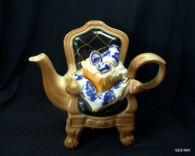 """Royal Doulton """"Real Old Willow"""" Earthenware Teapot by Cardew Design 1998"""