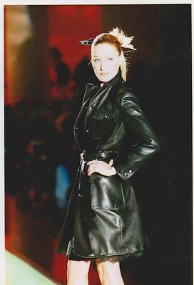 Carla BRUNI  - DEFILE VERSACE PRINTEMPS ETE 96 Photo Presse Originale