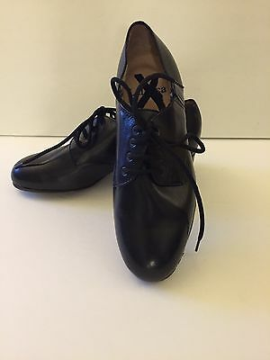 LaDuca Character Dance Shoes Women's Size 34 --runs small--fits 33.5