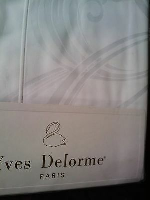 Yves Delorme COURBE BLANC SATIN Pair of STANDARD Pillowcases