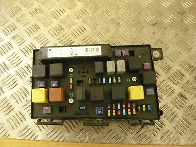 VAUXHALL ZAFIRA B Mk2 UEC Front Fuse Box Fusebox Relay 13206748 GU on