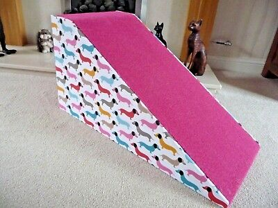 32 cm High Pet Ramp with Dachshund Fun Fabric and Luxurious Pink Carpet