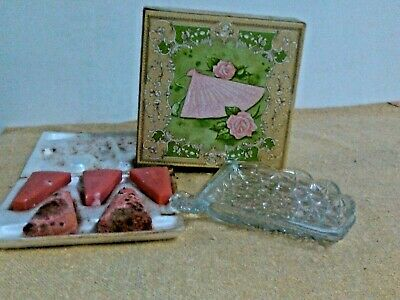 A V O N   FAN  SOAP DISH AND PERFUMED SOAPS 5 X 27 gr   VINTAGE